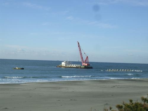 浜松篠原海岸侵食対策事業:離岸堤3号基の設置工事