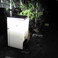 バイパス沿いに冷蔵庫や家庭用品が不法投棄!